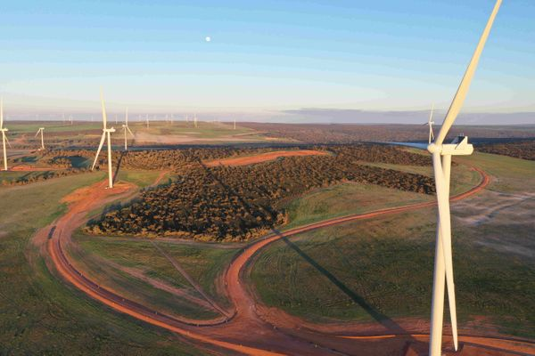 Warradarge wind farm powers up