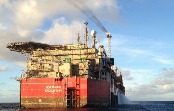 Government fights in court for Northern Endeavour oil vessel